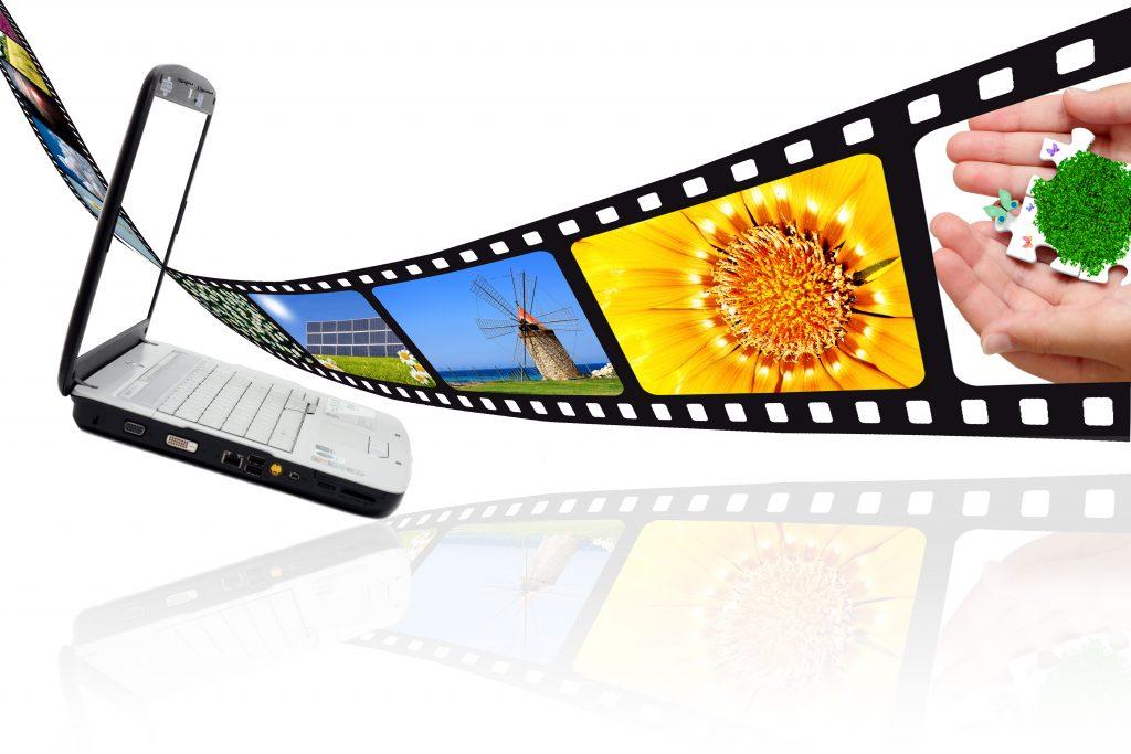 Pellicola film su sfondo bianco e PC portatile